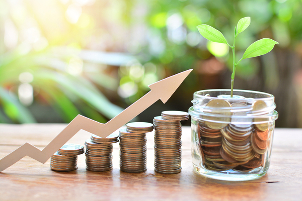 Savings: Why Starting Early Safeguards your Financial Future